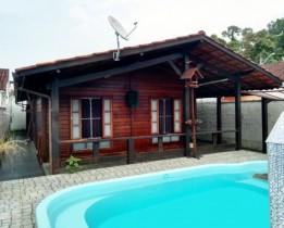 Casa Bertioga / Jardim vista linda